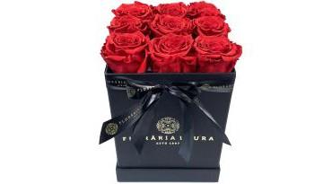 cutie-cu-trandafiri-rosii